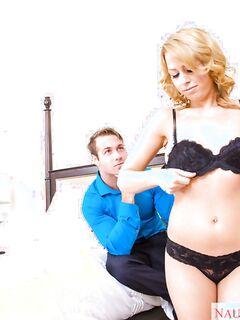 Блондинка перед сексом сделала любовнику глубокий минет