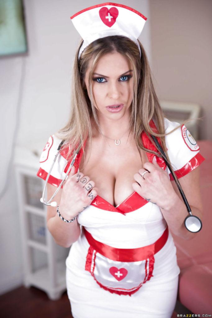 Горячая медсестра готова вылечить любого пациента