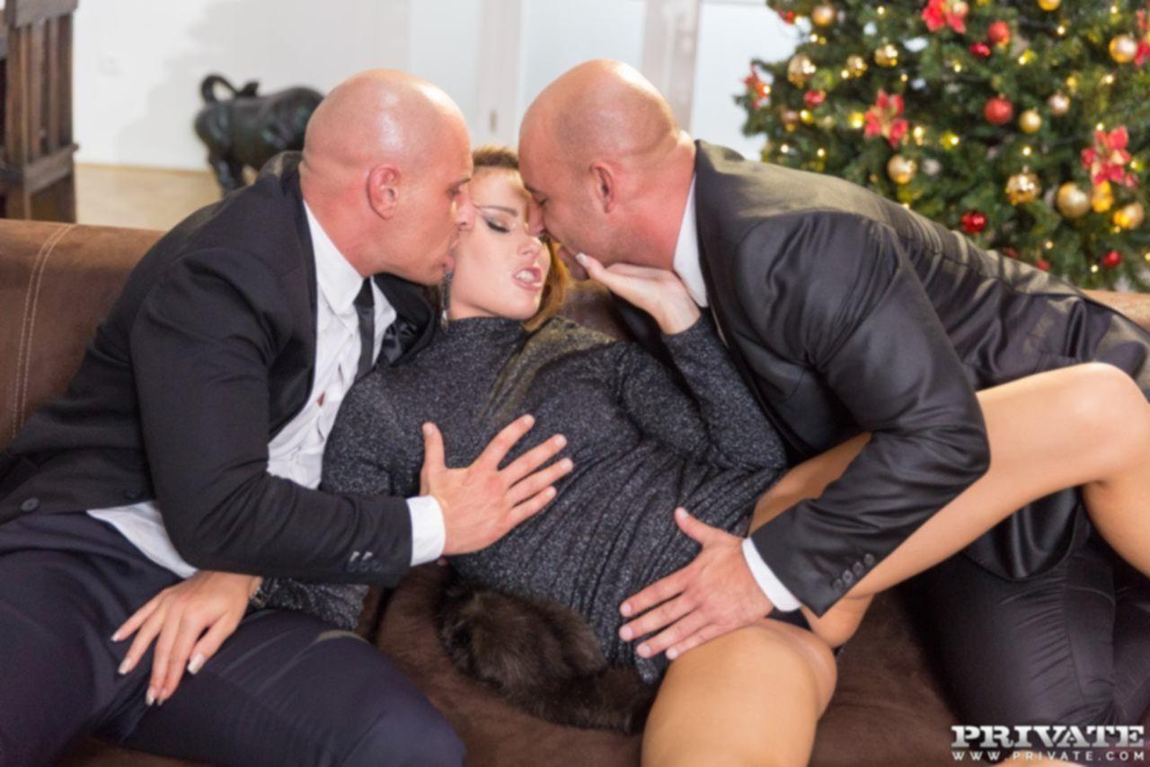 Новогоднее поздравление в виде анала от Samantha Joons для мужа и его брата